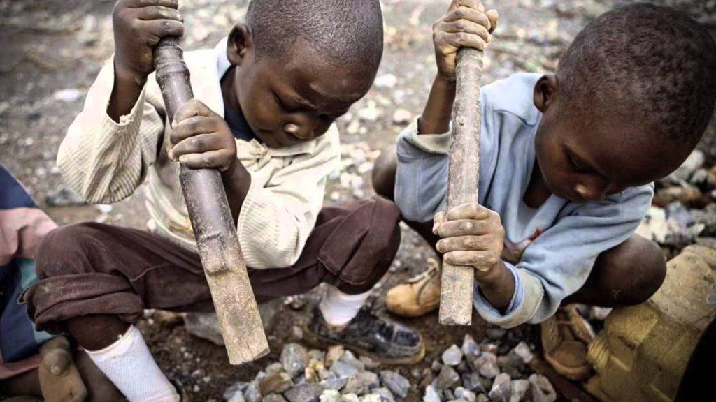 дети добывают кобальт